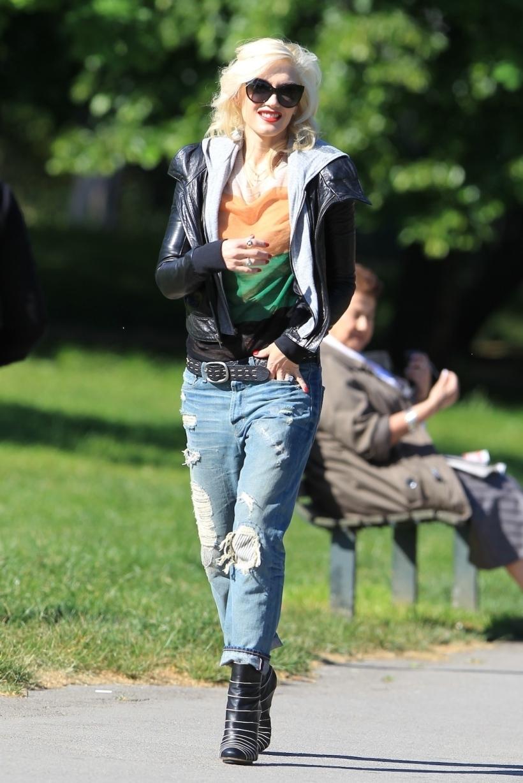 She even looks great running errands.